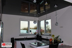 Spanndecke schwarz glanzend in der Küche mit LED Beleuchtung