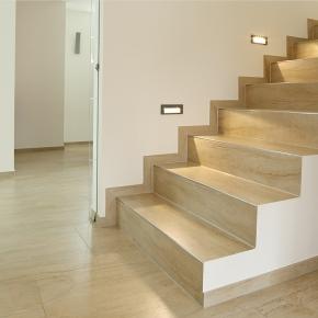 Fliesen auf Treppe mit Beleuchtung von EPOS Neue Art