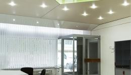 Spanndecken und Fliesen in Büro